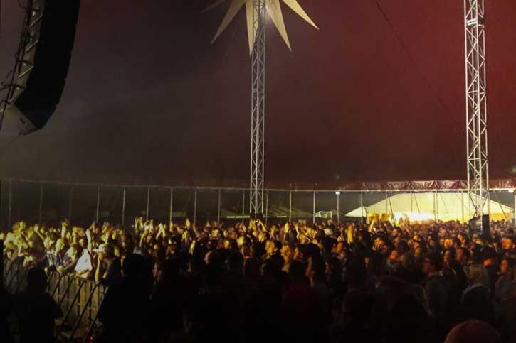 chapiteau de cirque intérieur festival 25x38